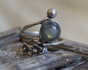 Labradorite silver ring, Thin band, floral engagement ring, unique ring, delicate ring, dainty ring, silver flower ring - Intricate R2262