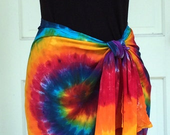 Tie Dye Short Sarong in Rainbow Swirls