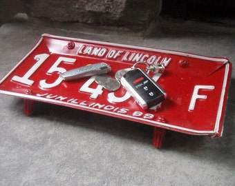 Vintage Illinois License Plate Tray - Repurposed and Upcycled - Chicago - FREE SHIPPING
