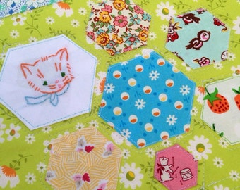 Hexagon Mini Quilt Cat Art Quilt Quilted Table Mat Snack Mat Cat Lover Cat Table Mat Dresser Mat Vintage Style Cat Quilt Cat Gifts