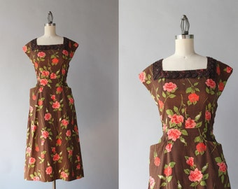 1940s Dress / Vintage 40s Rose Print Dress / 1950s Chocolate Cotton Lace Trimmed Day Dress