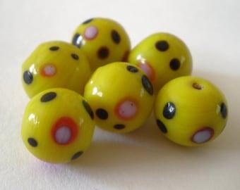 10mm Yellow Polka Dot Glass beads - 6pcs