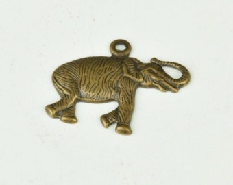 Elephant charm, 19mm , brass plated , sold in 6 each 05601