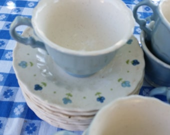 8 metlox true blue cup and saucers