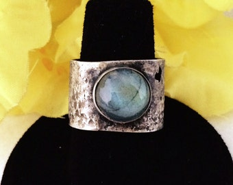 10mm Labradorite cabochon and handforged sterling silver ring
