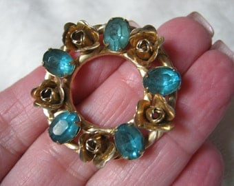 Vintage midcentury apatite color goldtone flowers circle pin, blue green topaz look circle pin, 60s style circle pin goldtone flowers
