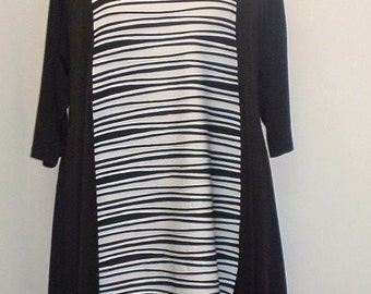Coco and Juan Plus Size Asymmetric Tunic Top Black and White Wave Polyester Knit Size 1 (fits 1X,2X)   Bust 50 inches