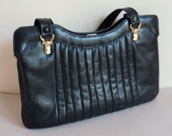 Vintage 1970's Purse Handbag // Black leather Pleated Ladies Handbag // PARAGON label //