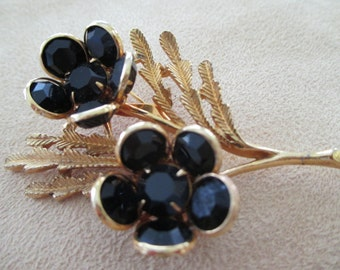 Vintage costume jewelry  / glass flower brooch