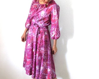 Vintage 1960s Dress Abstract Print Full Skirt Lavender Purple Day dress
