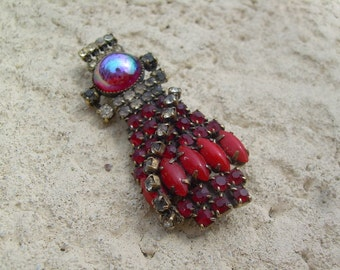 Old Vintage Pretty Red rhinestone brooch, really nice piece, does have some dead stones. Rare find, Unsigned