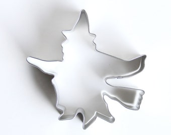 Witch Cookie Cutter, Halloween Cookie Cutter, Flying Witch on Broom Cookie Cutter