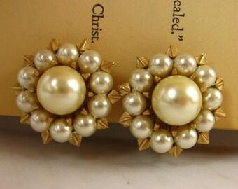 Pearl and Gold Earrings, Pearl Cluster Earrings, Gold and Pearl Earrings, Glamour 50s Earrings, Gold Clip On Earrings, Great Gatsby Earrings