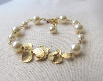 Ivory Pearl and Orchid Bracelet, Gold Filled, Wire Wrapped, Pearl Bracelet, Bridesmaid Bracelet, Vintage Style Jewelry, Orchid Wedding