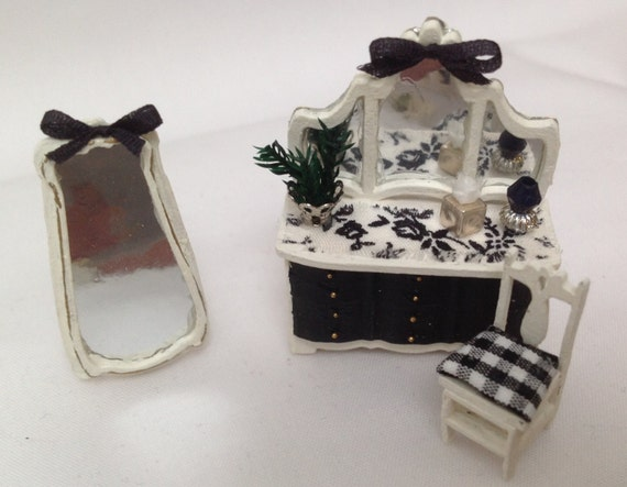 Dolls House Miniatures Hand Painted Black And White Bedroom