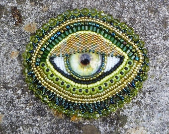 Lime and gold 'eye' brooch pendant