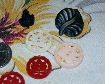 Lot of 9 Vintage Realistic Leaf Leaves Buttons