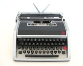 Olivetti Lettera 33 Typewriter Working Manual Portable Red Key Underwood With Silver Case Italy