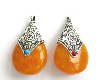 2Pieces Tibetan Styla Alloy Metal Resin Pendant Beads Finding 43mm*25mm*16mm  ja651