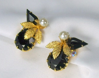 Vintage Black Rhinestone Clip On Earrings Gold Tone Dog Tooth Set Prongs Faux Pearl Floral
