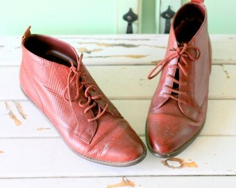 Vintage ETIENNE AIGNER Boots..size 6.5 womens...leather. ankle boots. 1970s boots. urban. hipster. boho. hippie. gogo. retro. 70s. red boots