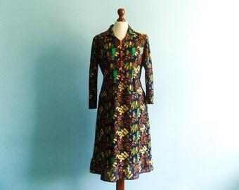 Vintage 60s mod dress floral / navy blue / multicolor flowers bold / collar / long sleeves / midi length / medium