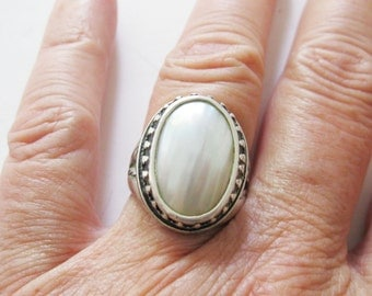Mother of Pearl Carolyn Pollack Ring Retired QVC Size 7 - Free US Shipping