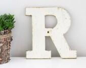 Vintage shop letter R, White Wood