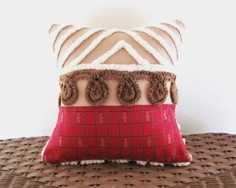 GINGERBREAD HOUSE, chenille cushion cover, vintage chenille red pillow case, holiday cushion, Christmas pillow cover, Gingerbread Man sham