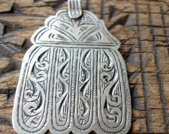 Silver  Moroccan  hand engraved Hand four fingers pendant