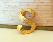 Vintage Mamselle S Initial Gold Brooch Texture Monogram 50s (item 245)