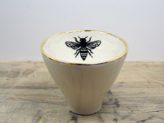White & Gold Honey Bee Porcelain 5oz. Small Tea Cup, Tea Bowl, Saki Cup
