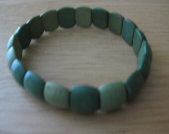 """7"""" stretch bracelet chunky shades of green beads"""