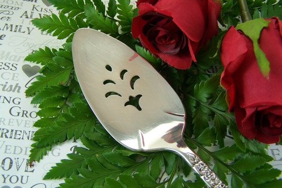 Cake Server, PERSONALIZED Wedding Cake Server, WEDDING DATE, Vintage Sterling Silver Plated, Floral Queen by Oneida, 1992, Mid-Size,Under 30