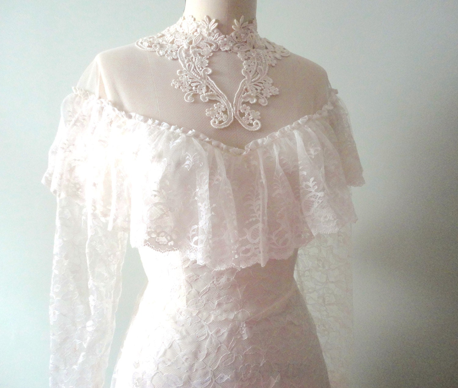 Vintage wedding dress chantilly lace classic wedding for Chantilly lace wedding dress