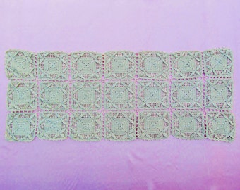 Antique crocheted lace runner, c.1900 heavy weight crocheted dresser scarf