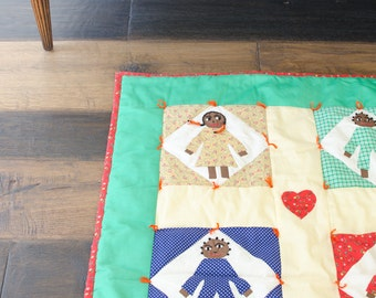 Vintage Patchwork Quilt w / Figures Hearts - 1990
