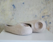 Circle decoration Beige slippers for women made of natural wool Sand color modern slippers Handmade felt slippers Gift for her