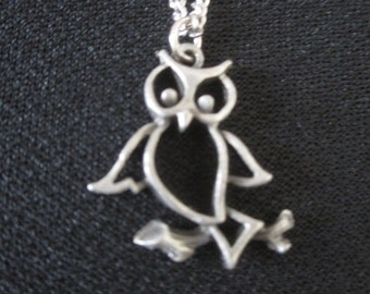 Vintage Pewter Owl Pendant Necklace -  Bird Jewelry - Woodland Fashion Jewelry - Retro Necklace