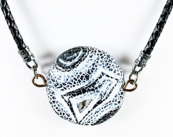 Black White Crackle Agate Necklace, Leather cord, statement necklace with black-white agate stone, original, fashion, gift for her, NL1894