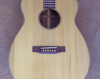 Custom Made In USA Acoustic Guitar OM size Guatemalan Rosewood and Red Spruce with padded gig bag
