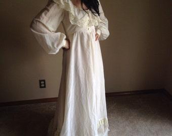 Simple Ivory Gunne Sax 70s dress