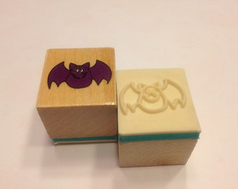 small Happy Bat rubber stamp, 20 mm (R8)
