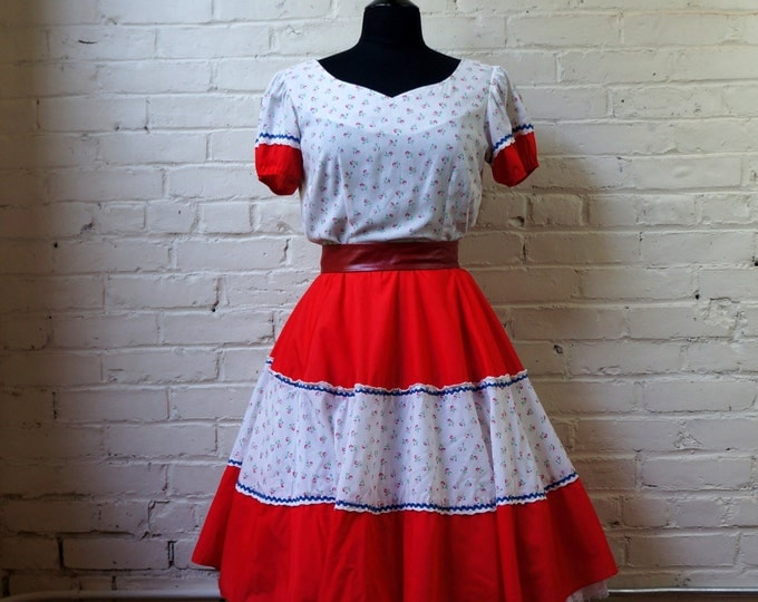 Red White Blue Calico Vintage Dress Cotton MEDIUM Short Sleeve Full Circle Skirt Country Western Peasant Prairie The Square Dance Dress Co