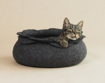 Cat bed/cat house/cat cave/ dark grey flower felted cat bed