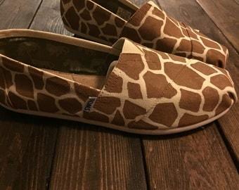 Giraffe print TOMS