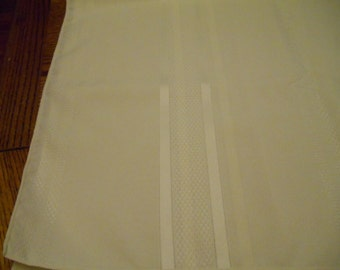 "82"" x 60"" polyester tablecloth Cream Very Pale Yellow"