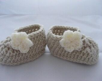 Crochet baby booties, Newborn baby girl booties, booties, crochet flower bootie, UK hand made, free UK postage