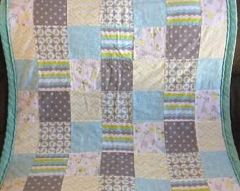 Giraffe Themed Patchwork Quilt - Giraffe Quilt - Giraffe Blanket - Teal Zoo Quilt - Teal Zoo Blanket - Baby Giraffe Quilt