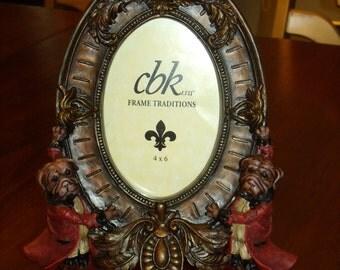 Vintage Cbk Antiqued Frame Traditional Dogs Holding Frame Home Decor
